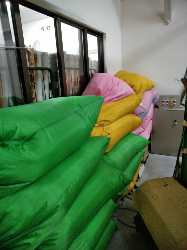 棚に収まらない羽毛布団