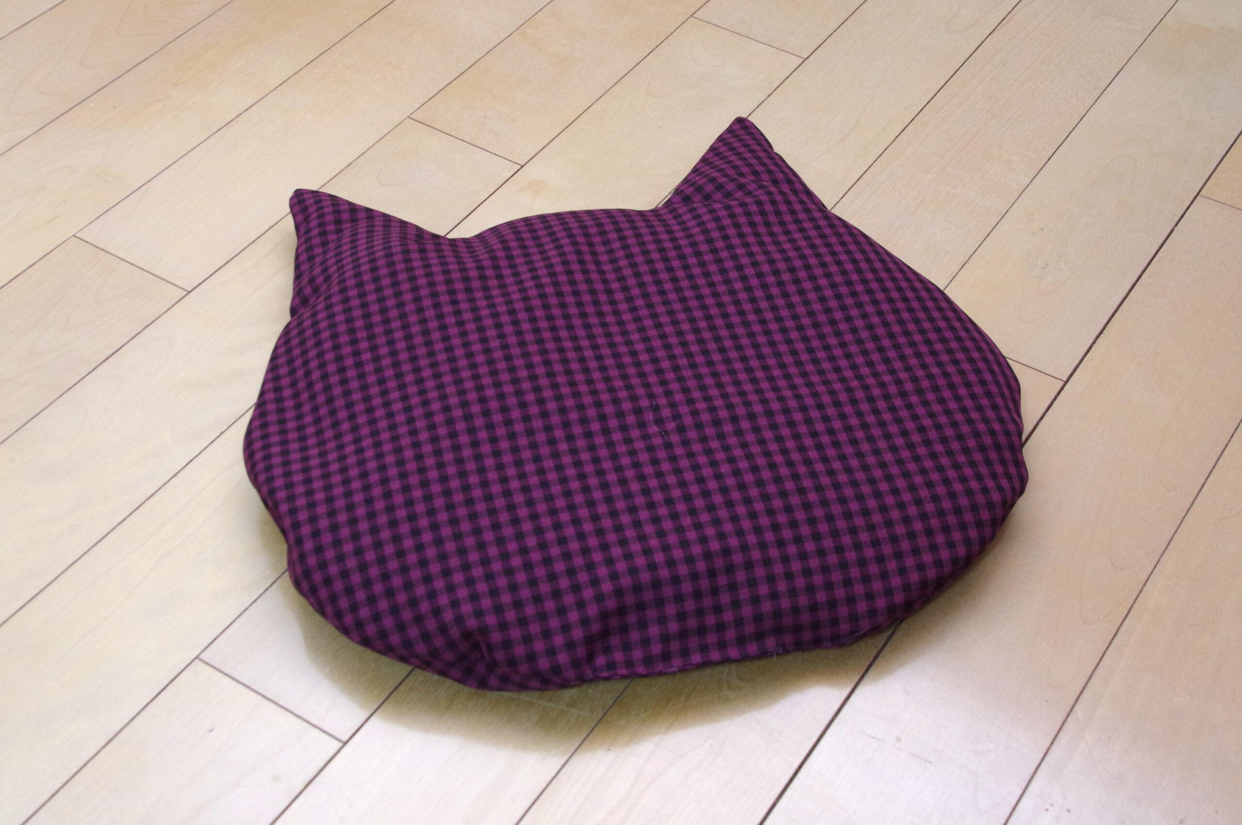 試作のネコ座布団