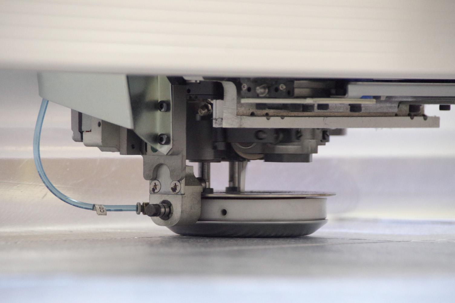 自動裁断機:カッティングヘッド