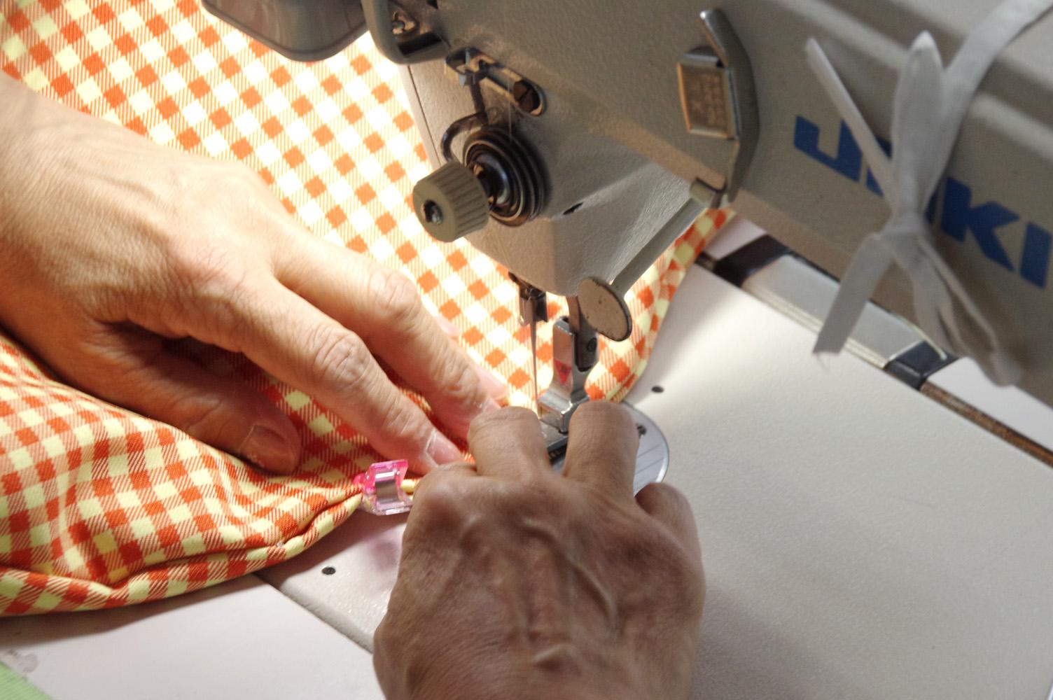 猫座布団の縫製
